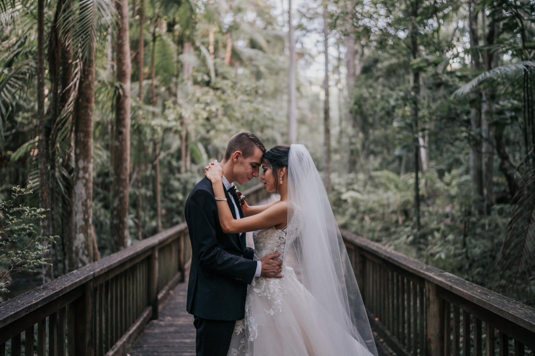 wedding photography Harrys lane buderim - couples portrait